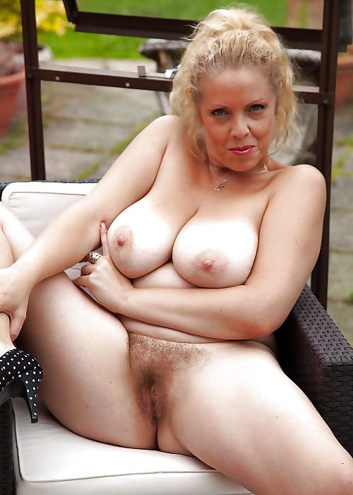 Naked pussy huge dildo